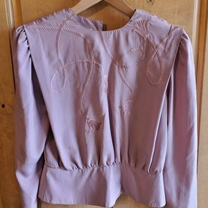 Tops - Vintage blouse with back button closure detail!